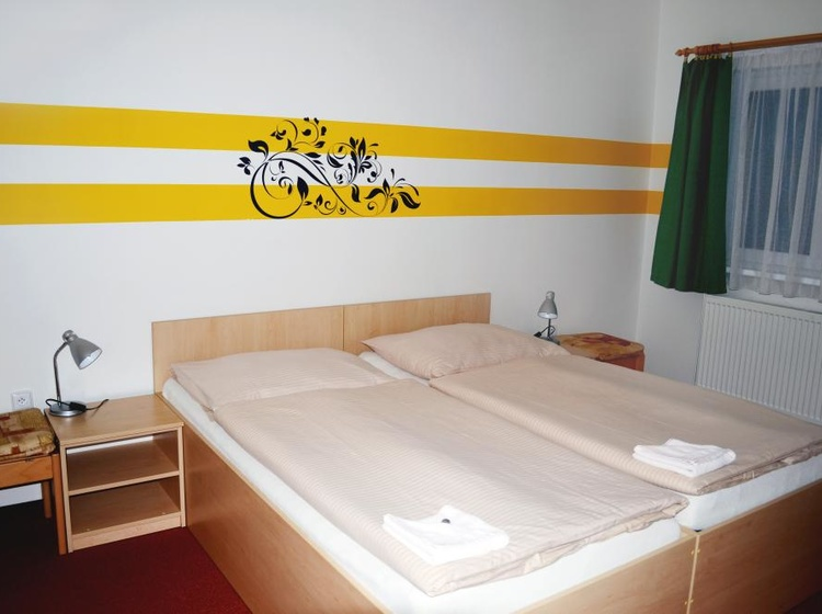 Room 33 Beds