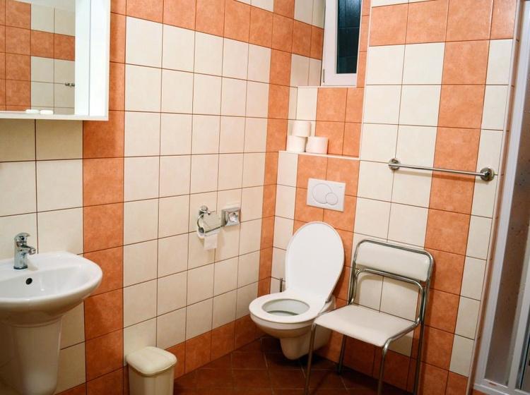 Room 23 Bathroom