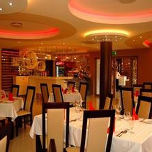 Hotel Menhard Vrbov 33418098