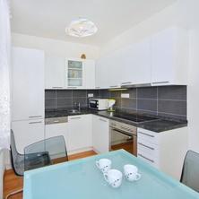 apartmán B kuchyň