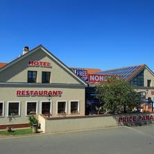 Hotel FreeShop Hatě Chvalovice
