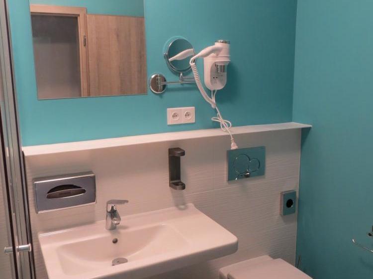 Doulůžkový pokoj - koupelna