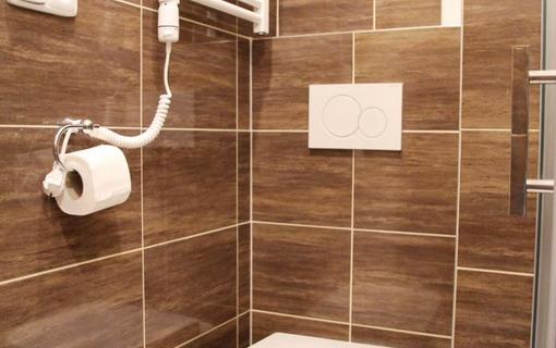 Penzion Alfa Poděbrady Dvoulůžkový pokoj Superior, toaleta