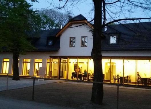 Rekovice---restaurace-&-lesní-hotel-1