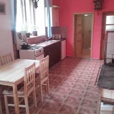 Kuchyň pro žlutý a zelený pokoj