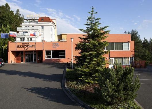 Hotel-Akademie-Naháč-1