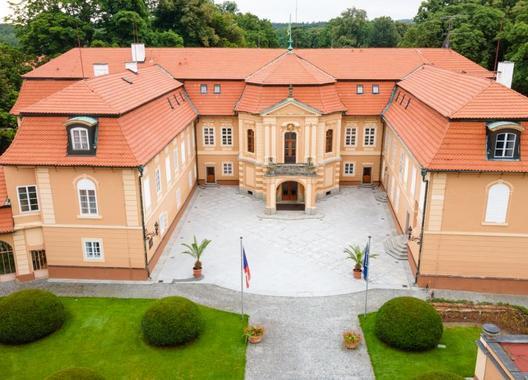 Hotel-Zámek-Štiřín-1