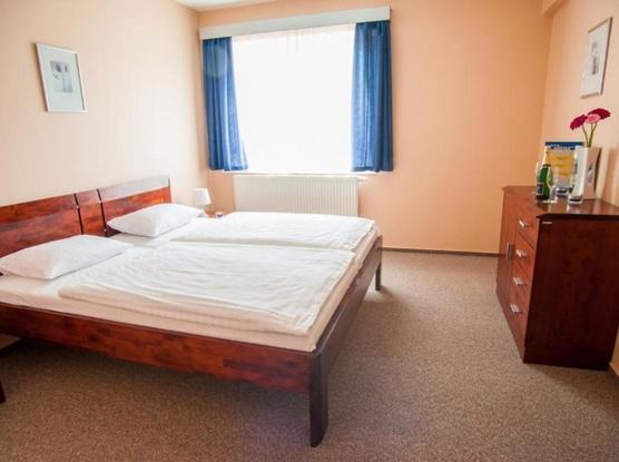Hotel ARENA Liberec Dvoulůžkový pokoj s manželskou postelí