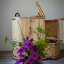 Hotel Líšeňský Dvůr-Líšná-pobyt-Relaxační a očistný pobyt vparním cedrovém sudu