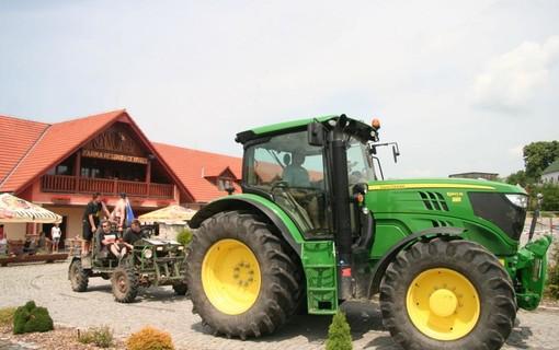 Zážitkový 3 denní pobyt s jízdou na koni či v zemědělském stroji pro dva-Hotel Farma Vysoká 1156811005