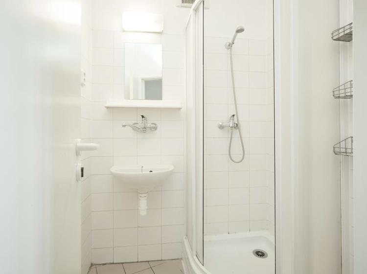 AP6 - Economy - společná koupelna
