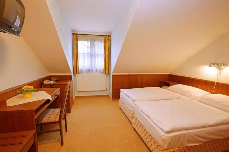 HOTEL FLORET 23