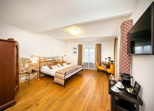 BELLEVUE-HOTEL-BENEŠOV-8
