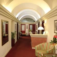 Hotel EMBASSY Karlovy Vary 44680622