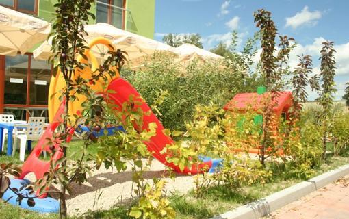 Design hotel RomantiCK Venkovní dětské hřiště.