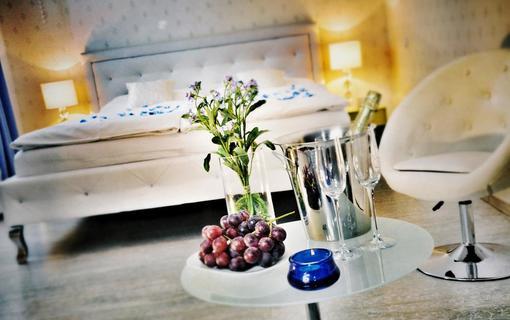 Design hotel RomantiCK Romantické uvítání na superior pokoji Pomněnka.
