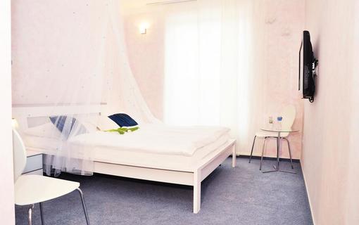 Design hotel RomantiCK Romantický klasik pokoj Hyacint.