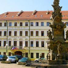 Pohled na hotel ze Zámeckého náměstí