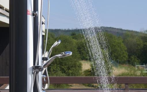 OREA Resort Santon Brno venkovní sprcha na terase
