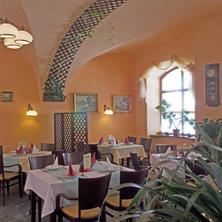 Městský Hotel Dorinka Hostinné 34127350