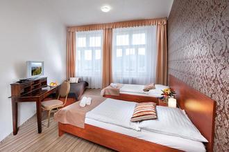 ERMI HOTEL Jince 45528586