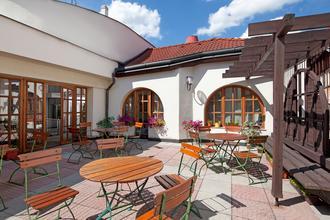 Hotel Concertino Zlatá Husa -Jindřichův Hradec-pobyt-Rodinná dovolená 6+1 ZDARMA