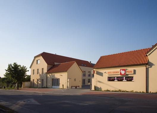 Dolce-Villa-Hotel-9