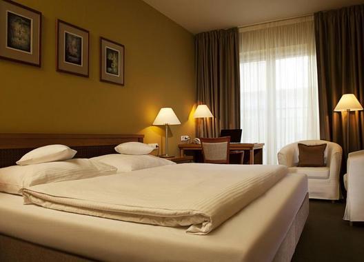 Dolce-Villa-Hotel-1