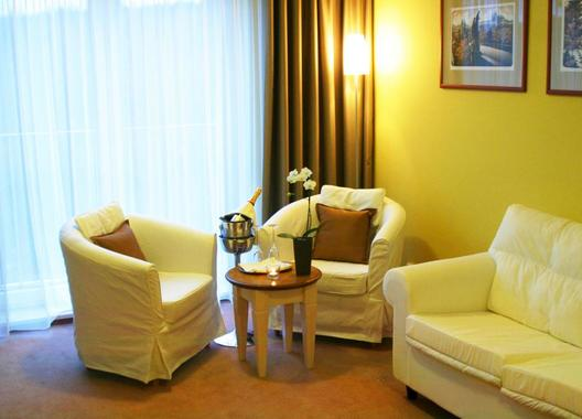 Dolce-Villa-Hotel-6