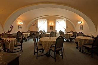 Hotel BÍLÁ PANÍ Jindřichův Hradec 37033276