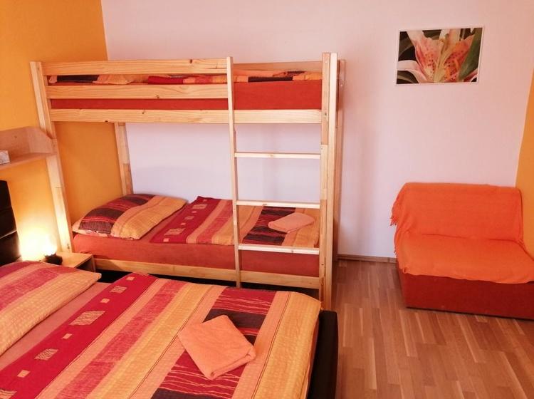 Apartmán č.2 čtyři lůžka a dětská pohovka