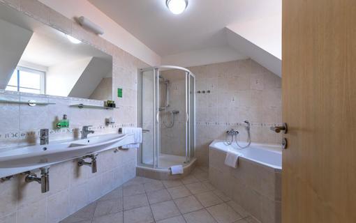 Wellness Hotel Iris APT Koupelna