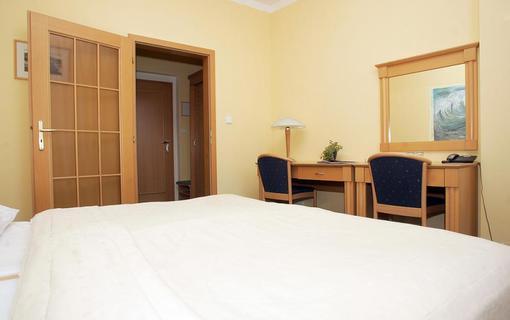 Wellness hotel Jean de Carro dvoulůžkový pokoj