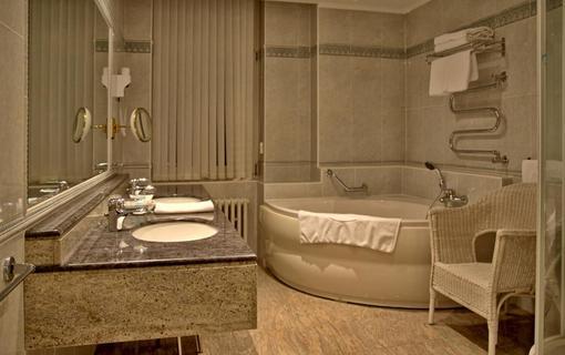 Wellness hotel Esplanade Spa & Golf Resort Apartmá koupelna