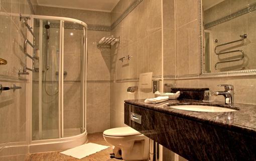 Wellness hotel Esplanade Spa & Golf Resort Dvoulůžkový pokoj koupelna