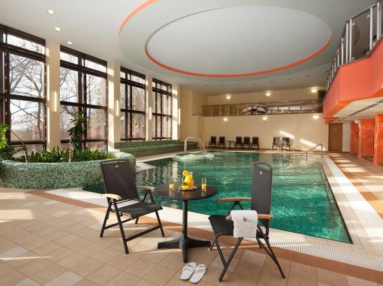 Chateau Monty SPA Resort Hotelový bazén 2