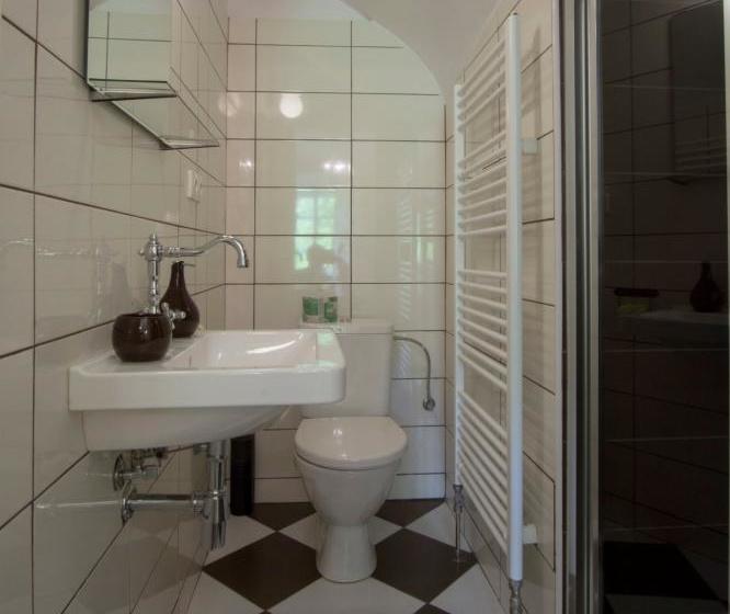 Pokoj č.8 koupelna
