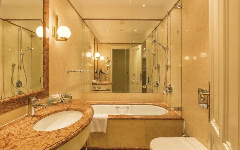 Koupelna v Petit apartmánu