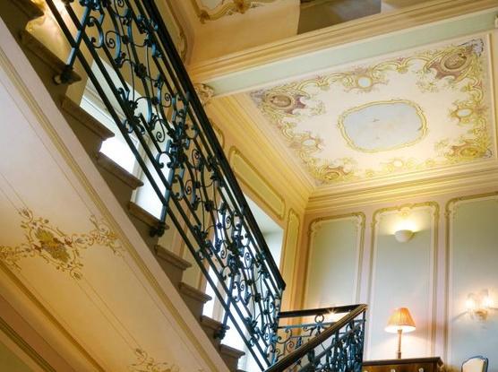 Le Palais Art Hotel Praha Schodiště s originální malbou Luďka Marolda