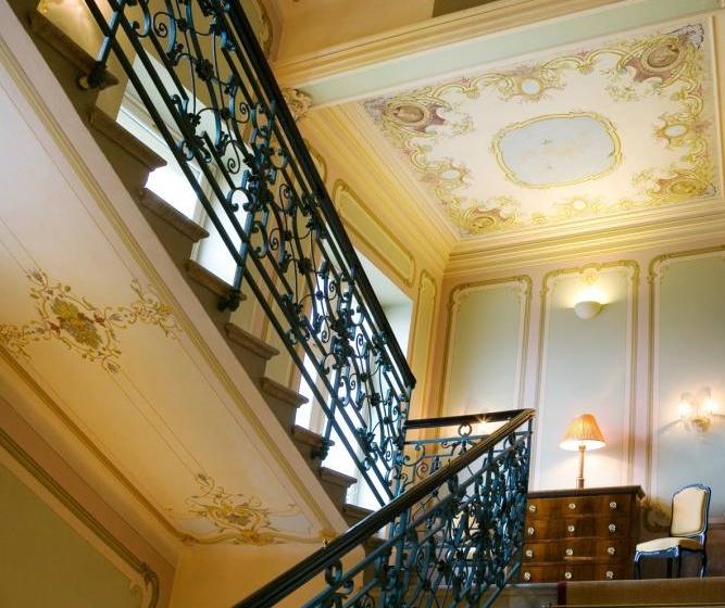 Le Palais Art Hotel Praha Schodiště s originální malbou Luďka Marolda 2