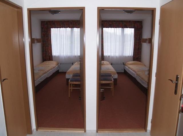 Studio - dva pokoje, společné soc. zařízení