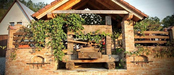 Vinný sklep Krýsa-Kostelec-pobyt-Letní pobyt s polopenzí a neomezenou konzumací sudového vína, kávy, čaje a stolní vody v penzionu a Vinném sklepě Krýsa