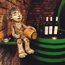 Vinný sklep Krýsa-Kostelec-pobyt-Pobyt s polopenzí a neomezenou konzumací  sudového vína, kávy, čaje a stolní vody v penzionu a Vinném sklepě Krýsa v období září - červen