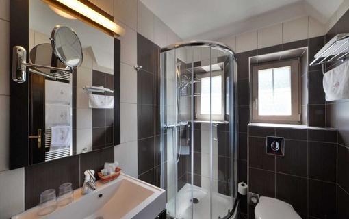 HOTEL BERG 1154200963