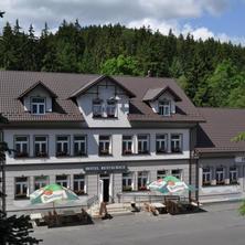 Průčelí hotelu Seifert