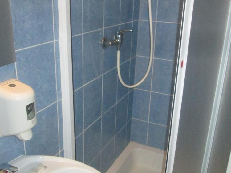 Koupelna dvoulůžkového pokoje