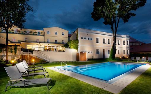 Hotel REZA 1152579925