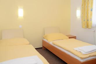 HOTEL IMOS PRAHA 43640216