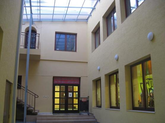 Ubytovna Orlovna Vchod do restaurace a sálu