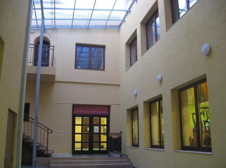 Ubytovna Orlovna Vchod do restaurace a sálu 2